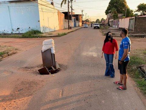 Vereadora Cristiane Lopes cobra solução para Bueiro aberto no Bairro Caladinho